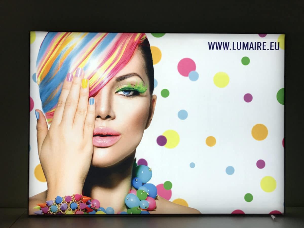 Tunn LED ljuslåda för textilfront
